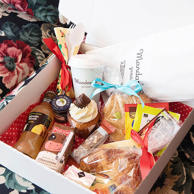 Small surprise breakfast box at home